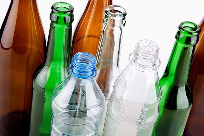nên sử dụng chai thuỷ tinh hay chai nước ép